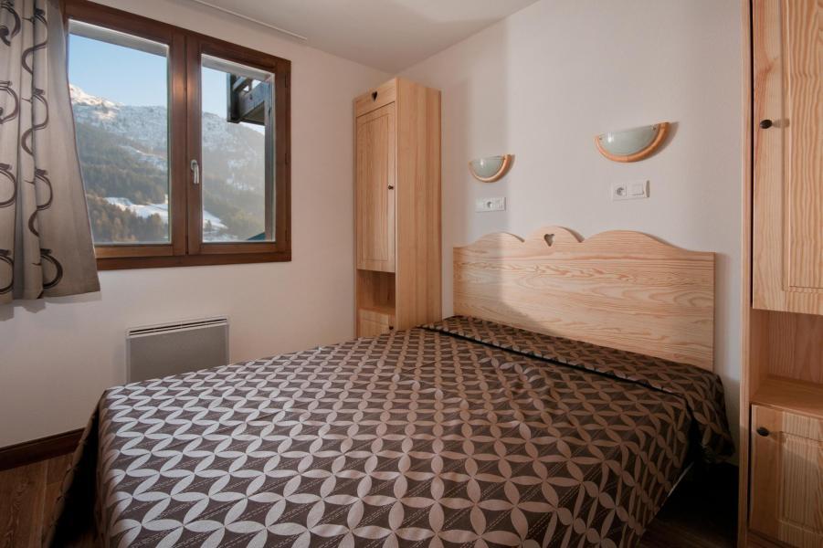 Rent in ski resort Résidence Lagrange les Chalets du Mont Blanc - Les Saisies - Double bed