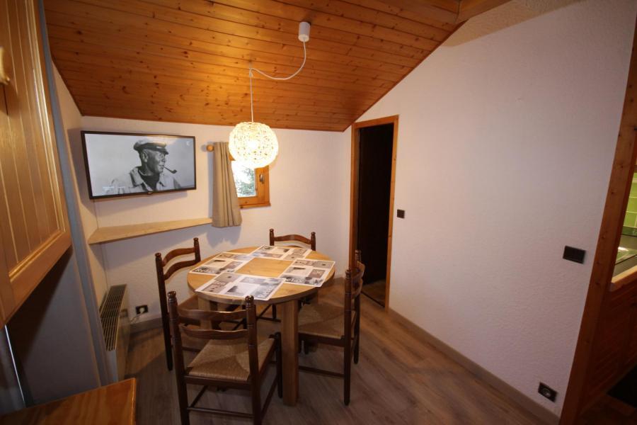Location au ski Studio 2 personnes (223) - Résidence Mont Blanc B - Les Saisies - Table