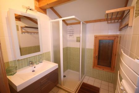 Rent in ski resort 7 room triplex chalet 14 people (CHACHO) - Chalet Pierres du Chozal - Les Saisies - Shower