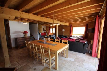 Rent in ski resort 7 room triplex chalet 14 people (CHACHO) - Chalet Pierres du Chozal - Les Saisies - Table