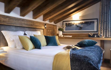 Rent in ski resort Résidence Amaya - Les Saisies - Bedroom under mansard