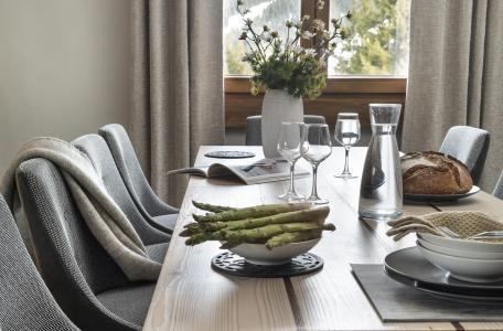 Rent in ski resort Résidence Amaya - Les Saisies - Table
