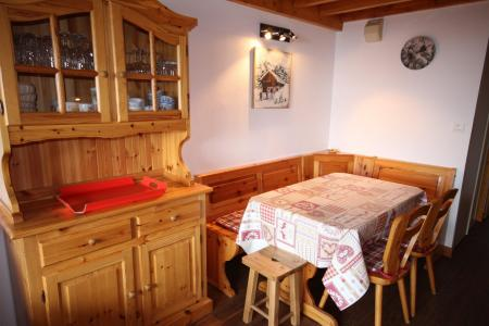 Rent in ski resort 3 room mezzanine apartment 8 people (020) - Résidence le Byblos - Les Saisies - Table