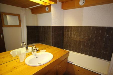 Rent in ski resort 2 room mezzanine apartment 7 people (016) - Résidence le Glacier B - Les Saisies - Bath-tub
