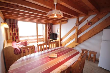 Rent in ski resort 3 room mezzanine apartment 8 people (013) - Résidence le Glacier B - Les Saisies - Table