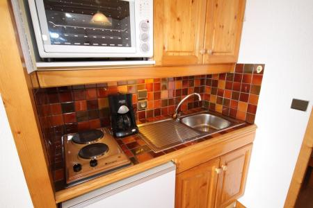 Rent in ski resort Studio sleeping corner 4 people (3310) - Résidence le Grand Mont 3 - Les Saisies - Kitchenette