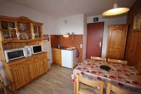 Rent in ski resort Studio sleeping corner 4 people (415) - Résidence le Village 4 - Les Saisies - Kitchenette