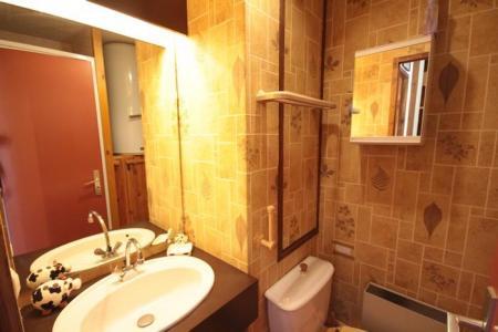 Rent in ski resort Studio sleeping corner 4 people (415) - Résidence le Village 4 - Les Saisies - Wash-hand basin