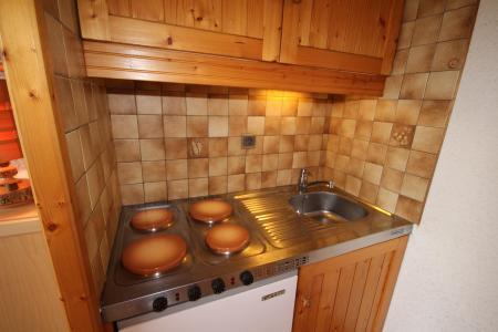 Rent in ski resort Studio sleeping corner 4 people (017) - Résidence les Cyclamens - Les Saisies - Kitchenette