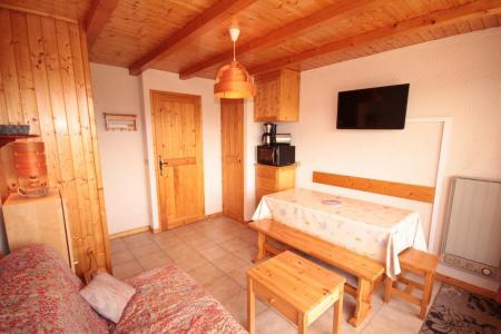 Rent in ski resort Studio sleeping corner 4 people (017) - Résidence les Cyclamens - Les Saisies - Table