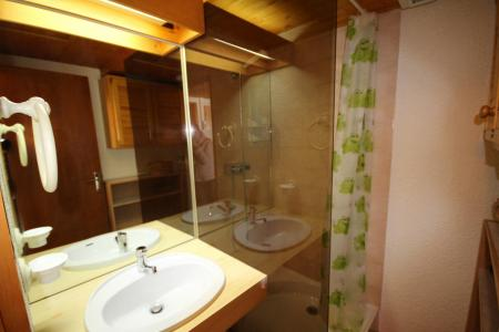 Rent in ski resort 3 room mezzanine apartment 8 people (129) - Résidence Mont Blanc A - Les Saisies - Shower