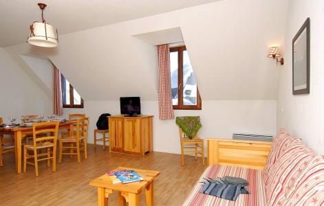 Rent in ski resort Résidence Illixon - Luchon-Superbagnères - Living room