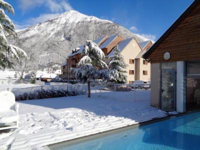 Rent in ski resort Résidence Domaine du Val de Roland - Luz Ardiden - Winter outside