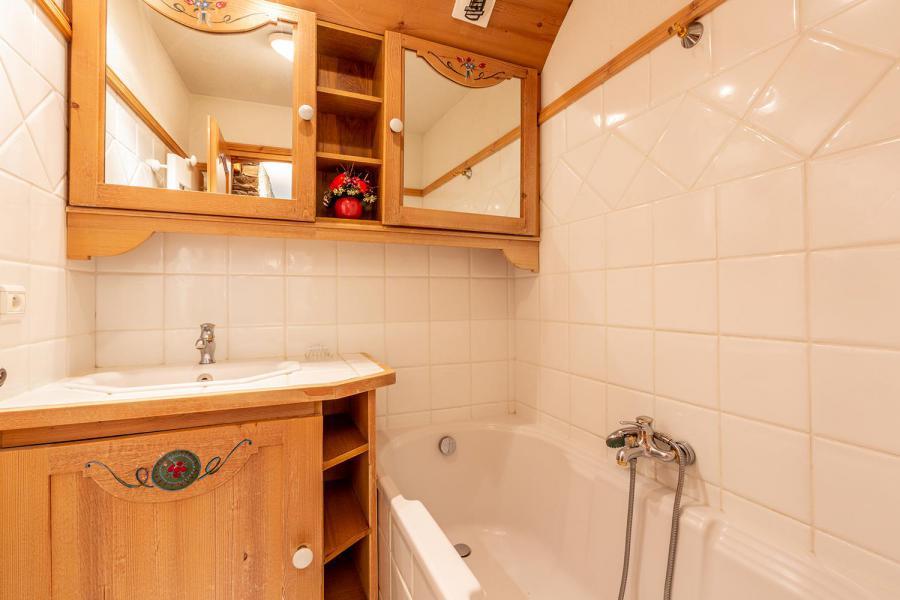 Location au ski Appartement 4 pièces 7 personnes (003) - Résidence Alpages D - Méribel-Mottaret - Baignoire