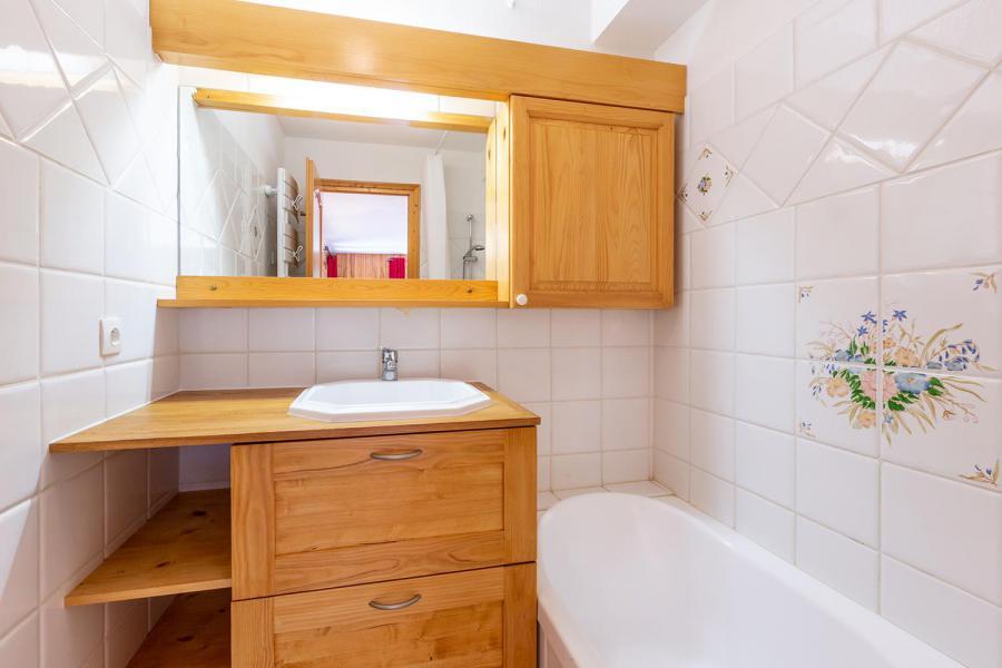 Location au ski Appartement 4 pièces 8 personnes (002) - Résidence Alpages D - Méribel-Mottaret - Baignoire