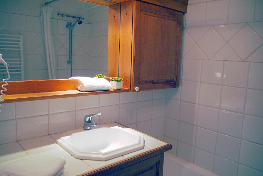 Location au ski Appartement 3 pièces 7 personnes (005) - Résidence Alpages E - Méribel-Mottaret - Baignoire