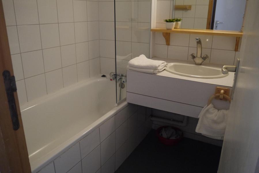 Location au ski Appartement 3 pièces 8 personnes (073) - Résidence Arpasson - Méribel-Mottaret - Baignoire