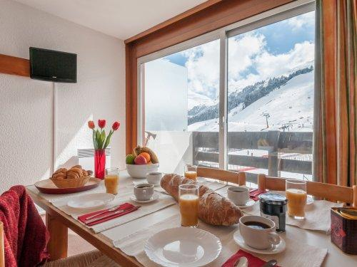Ski verhuur Résidence Pierre & Vacances les Bleuets - Méribel-Mottaret - Tafel