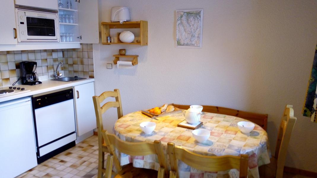 Location au ski Appartement 3 pièces cabine 6 personnes (013) - Résidence Sérac - Méribel-Mottaret - Table