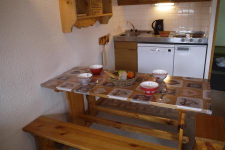 Location au ski Appartement 2 pièces 6 personnes (A02) - Résidence Grand Dou - Méribel-Mottaret - Table