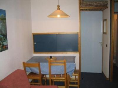 Location au ski Studio 4 personnes (140) - Résidence le Creux de l'Ours D - Méribel-Mottaret - Coin repas