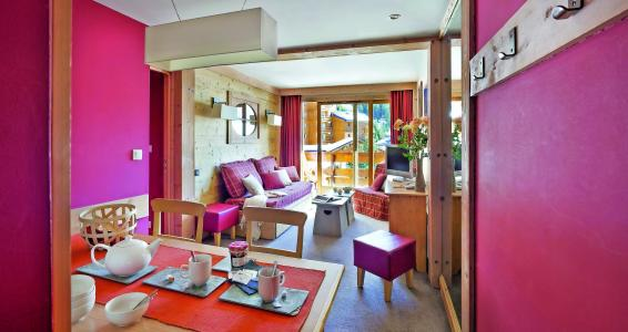 Rent in ski resort Résidence P&V Premium les Crêts - Méribel-Mottaret - Living room