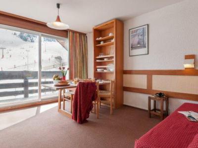 Rent in ski resort Résidence Pierre & Vacances les Bleuets - Méribel-Mottaret - Living room