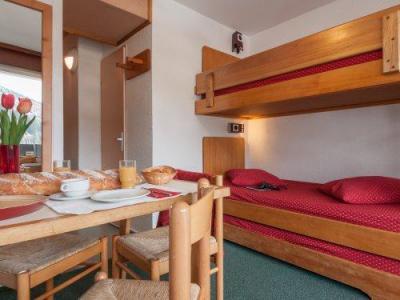 Rent in ski resort Résidence Pierre & Vacances les Bleuets - Méribel-Mottaret - Sleeping area