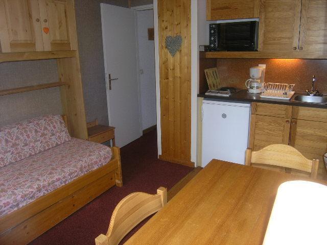 Location au ski Studio 4 personnes (108) - Residence Le Grand-Sud - Méribel - Kitchenette
