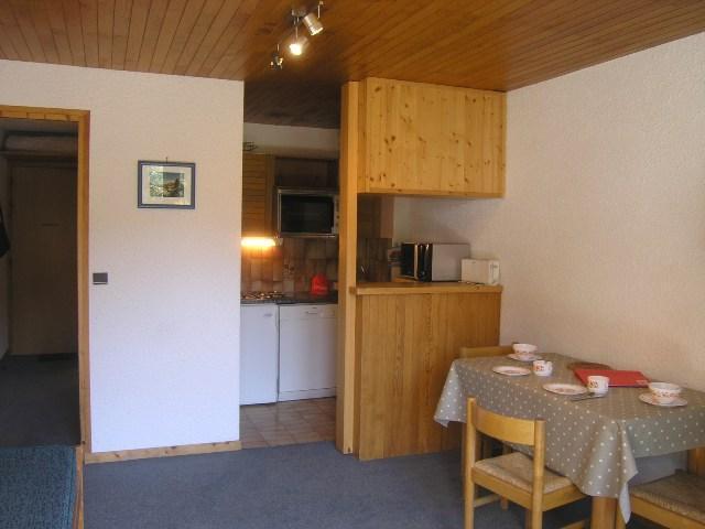 Location au ski Studio 4 personnes (21) - Residence Les Brimbelles - Méribel - Table