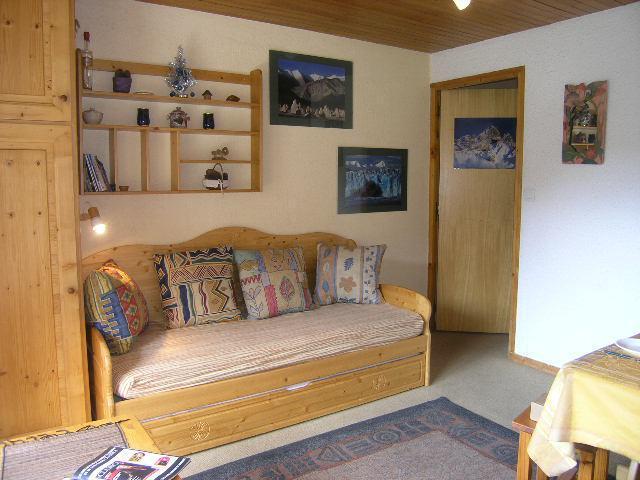 Location au ski Studio 4 personnes (23) - Residence Les Brimbelles - Méribel - Banquette
