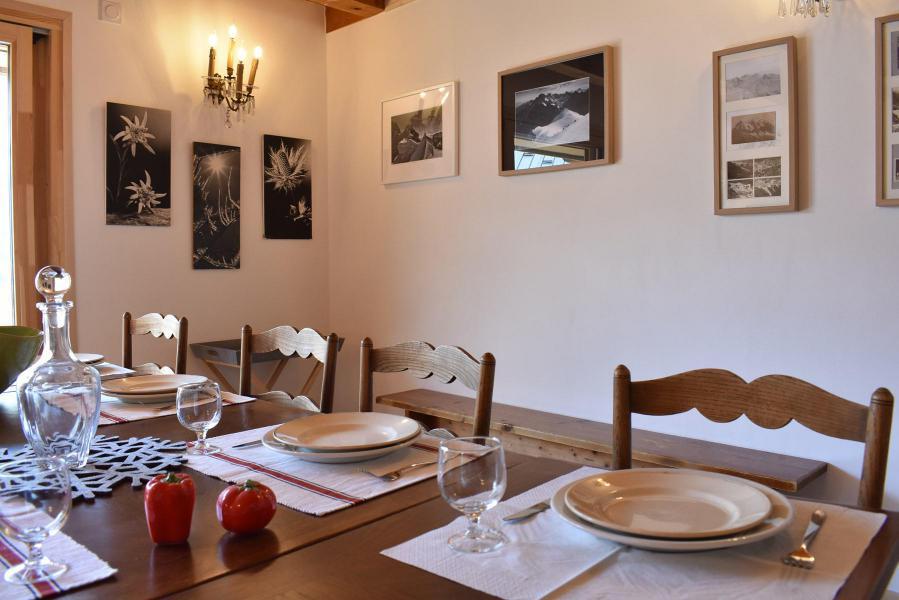 Location au ski Chalet 5 pièces 12 personnes - Chalet la Mia - Méribel - Table