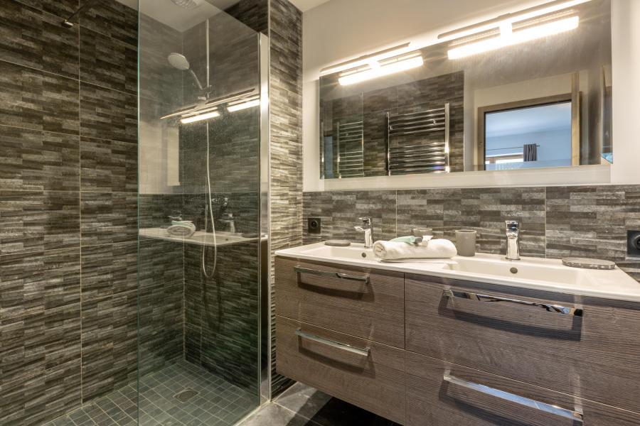 Rent in ski resort 7 room chalet 12 people - Chalet Manara - Méribel - Shower room