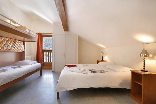Location au ski Hotel Eliova Le Genepi - Méribel - Chambre mansardée