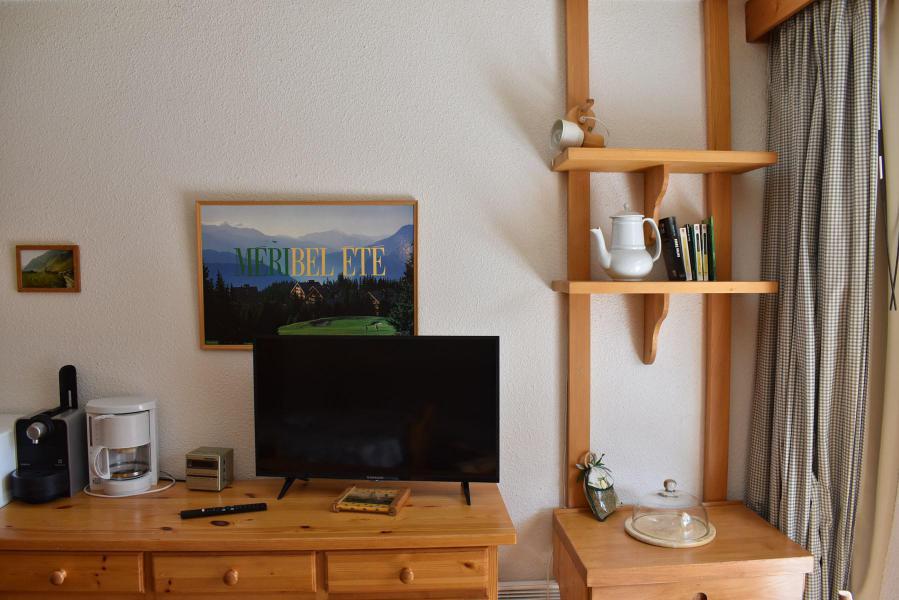 Alquiler al esquí Estudio -espacio montaña- para 4 personas - Résidence Eperonnelles - Méribel - TV