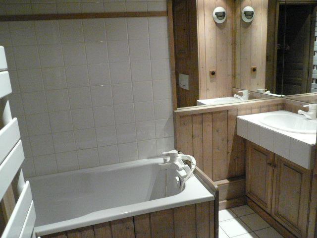 Location au ski Appartement duplex 4 pièces 6 personnes (07) - Residence Frenes - Méribel - Baignoire
