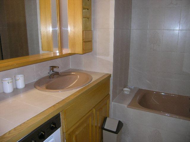 Location au ski Appartement 2 pièces 6 personnes (18) - Résidence la Forêt - Méribel - Baignoire