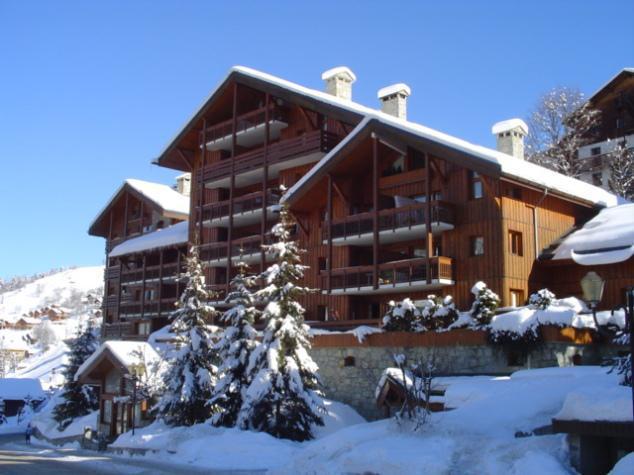 Skiverleih Résidence le Cristal - Méribel - Draußen im Winter