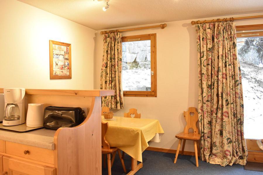 Location au ski Appartement 2 pièces 4 personnes (3) - Résidence le Télémark - Méribel - Table
