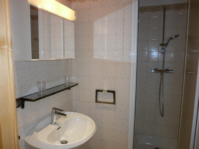 Location au ski Studio 2 personnes (1 BIS) - Residence Le Vallon - Méribel - Salle de bains