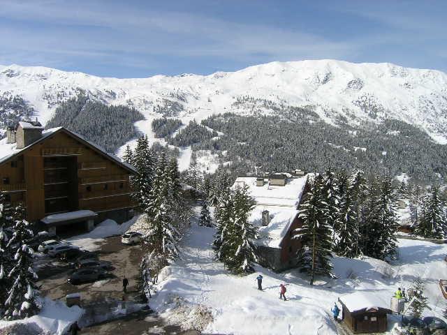 Vacances en montagne Résidence les Merisiers - Méribel - Extérieur hiver