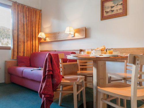 Location au ski Résidence Maeva le Peillon - Méribel - Table