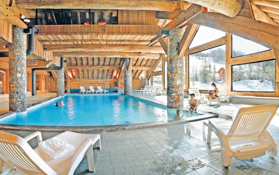 Location au ski Residence P&v Premium Les Fermes De Meribel - Méribel - Piscine