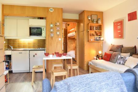 Location au ski Studio coin montagne 4 personnes - Résidence Eperonnelles - Méribel - Banquette-lit tiroir
