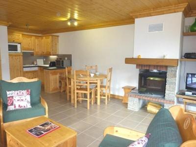 Location au ski Appartement 3 pièces 6 personnes - Résidence l'Aubépine - Méribel - Cheminée