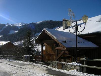 Location au ski Studio 4 personnes (17) - Residence Le Chalet De Meribel - Méribel - Extérieur hiver