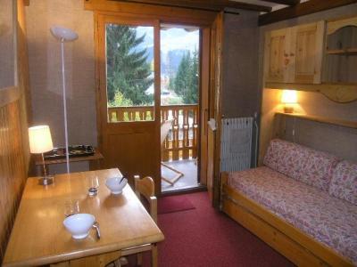 Location au ski Studio 4 personnes (108) - Residence Le Grand-Sud - Méribel - Banquette