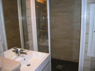 Location au ski Studio mezzanine 5 personnes (32) - Residence Les Brimbelles - Méribel - Salle de bains