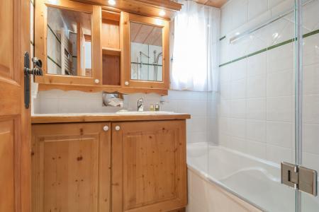 Rent in ski resort Résidence P&V Premium les Fermes de Méribel - Méribel - Bathroom