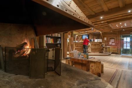 Location au ski Résidence P&V Premium les Fermes de Méribel - Méribel - Cheminée